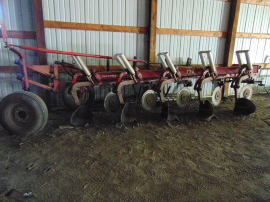 IH 720 Auto Reset Plow 5-18 w/coulters