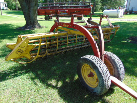 NH 258 Side Delivery Rake 12'
