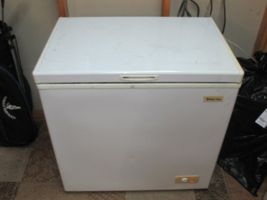 Magic Chef Chest Freezer - Works -> Will not be Shipped! <- con 401