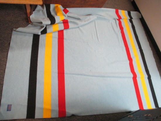Large Vintage Pendleton Wool Blanket 88x78 inches con 672