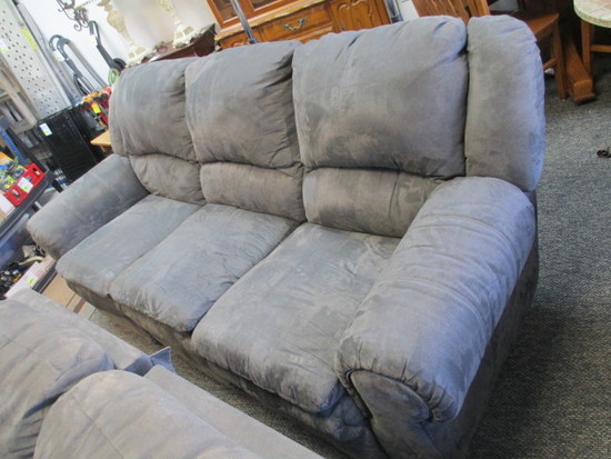 Double Recliner Sofa - Will not be shipped -con 476