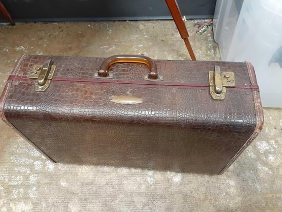 Vintage Suitcase - Will not be shipped - con 802