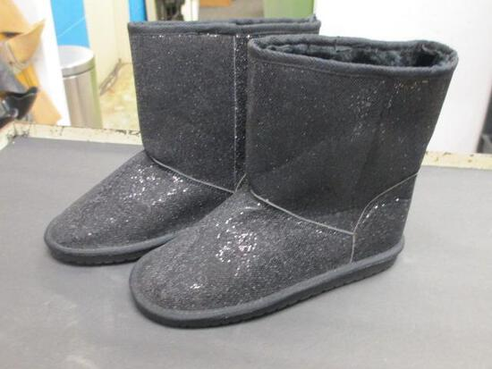 Pair of Childrens Place Boots Size 4 - con 793