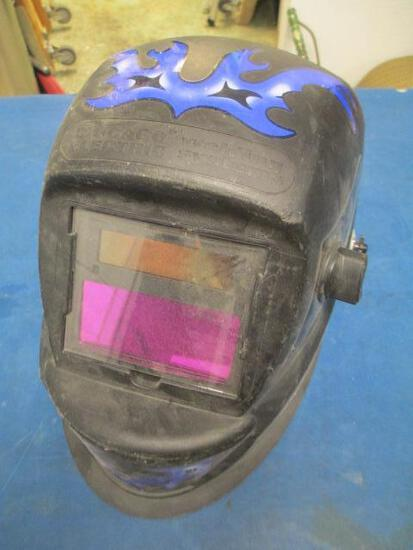 Welding Helmet - will not ship - con 555