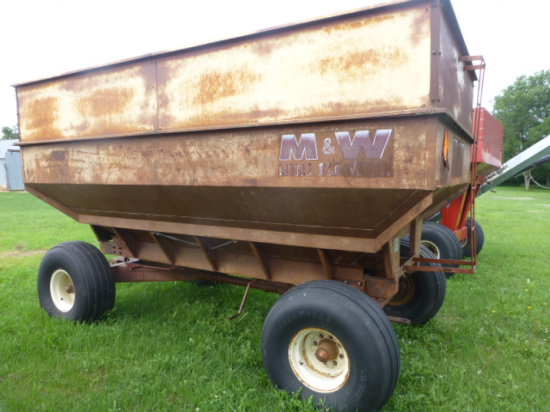 M&W 400 bu. Center Dump Wagon