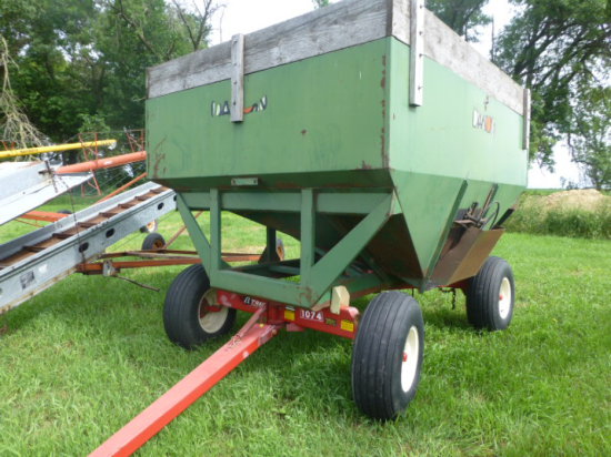 Dakon 250 Gravity Wagon w/new E-Z Trail 1074 gear