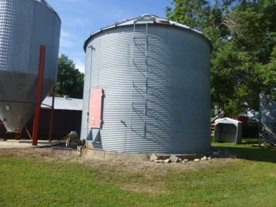 Conrad 5000 bu Grain Bin & Sweep