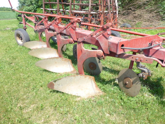 "IH 720 4-18"" Toggle Trip Plow & Coulters"