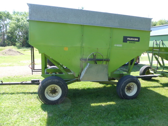 Parker 2500 350 bu. Gravity Wagon