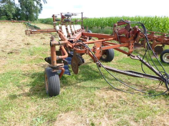 "IH 700 7-18"" Pull-Type Plow"