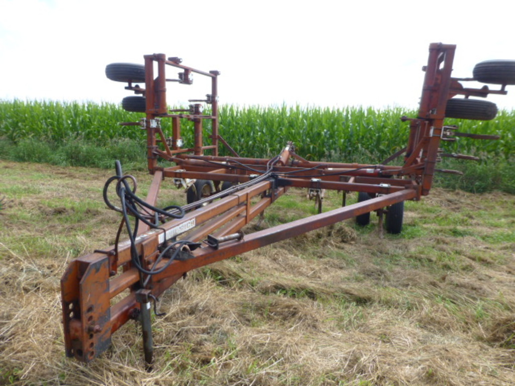Wilrich 25' Spring Shank Lo Clear Pull-Type Chisel Plow