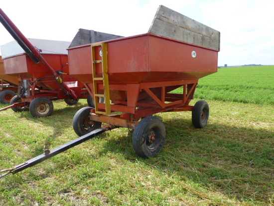 J&M 200 bu. Gravity Wagon