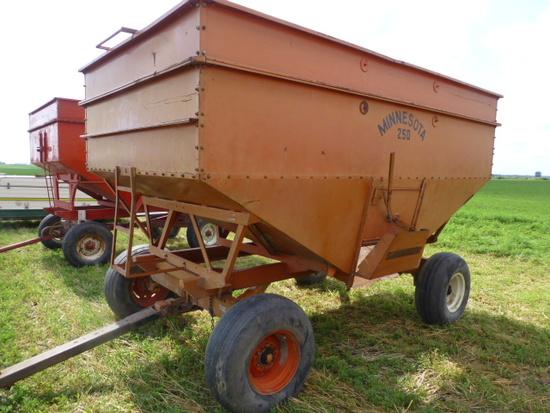 Minn 250 Gravity Wagon