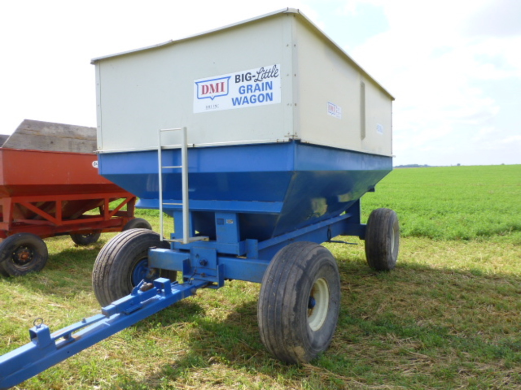 DMI 450 Center Dump Gravity Wagon