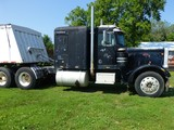 1975 Peterbilt 359 Conventional Semi Tractor Sleeper