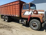 1975 Ford 880 Louisville Twin Screw Diesel Truck
