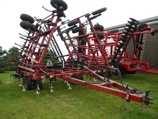 Case IH Tiger-mate II Field Cultivator