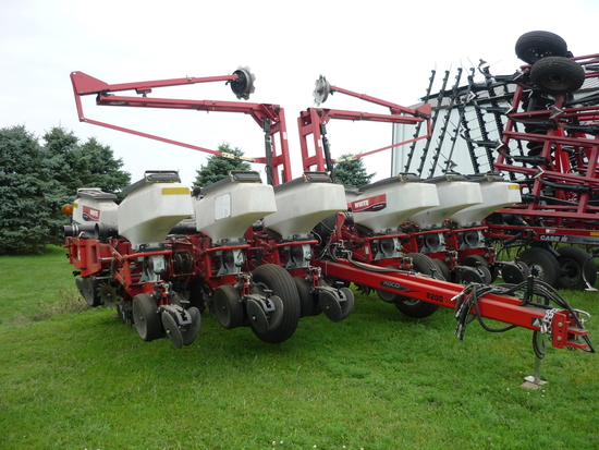 "White 8200 12 row 30"" Planter"
