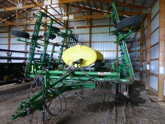 John Deere 2210 38' Field Cultivator