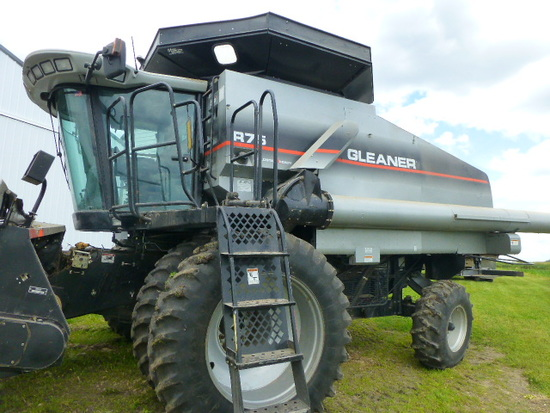 Gleaner R75 Combine