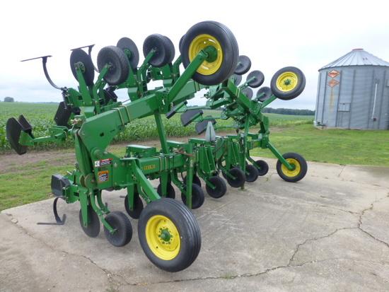 John Deere 856 12-30 Hyd. Fold Cultivator