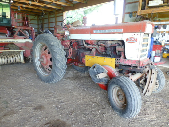 IH 560 Gas Tractor