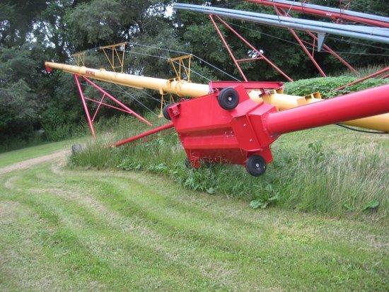 Westfield 100 x 71 Auger w/ swing hopper Hyd lift