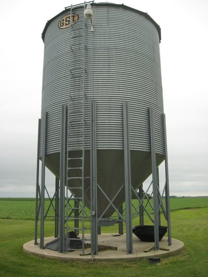 GSI 3000 bu. Hopper - wet holding bin - to be moved