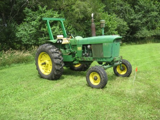 JD 3020 Tractor w/ loader