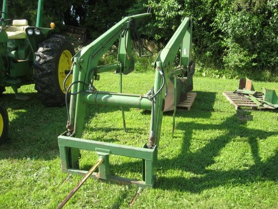 JD  148 loader w/ bucket & bale spear