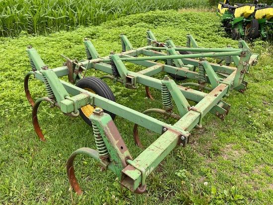 John Deere 1600 14' Chisel Plow