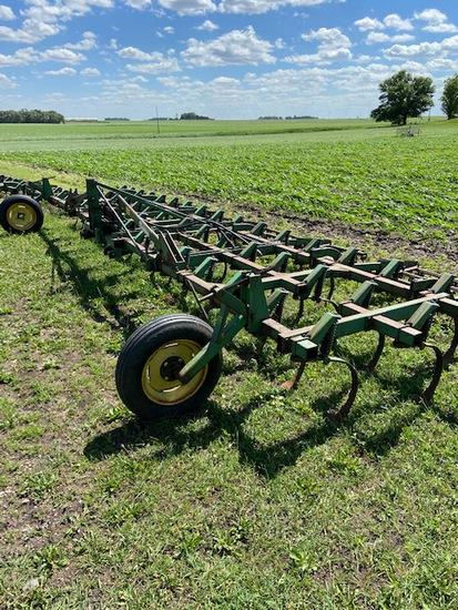 John Deere 1100 24 1/2 Field Cultivator