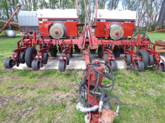CIH 900 12-30 Pull-Type Planter