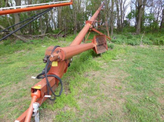 """Feterl 10""""x66' w/Hyd. Drive Swing Hopper"""