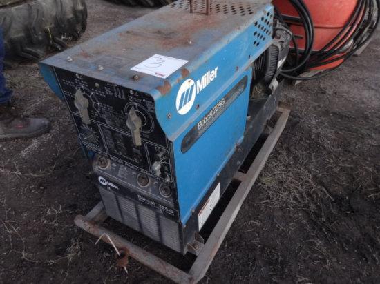 MILLER BOBCAT 225G GAS POWERED WELDER