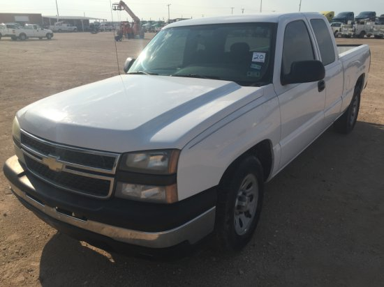 2006 CHEVROLET 1500 WHITE,4.3L GAS,AUTOMATIC,EXTENDED CAB,40-20-40 CLOTH SE
