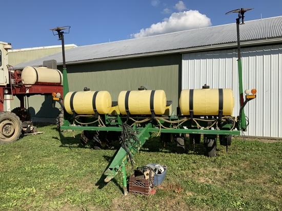 JD 7200 (6-30in) Conservation Corn planter w/liquid fert. & monitor;