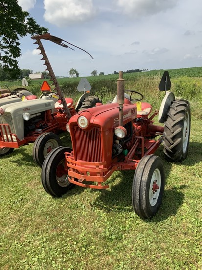 Ford 601 Work Master- '57 (SN168462) with 12V system- sells w/ Ford factory side mtd. 6' cutter