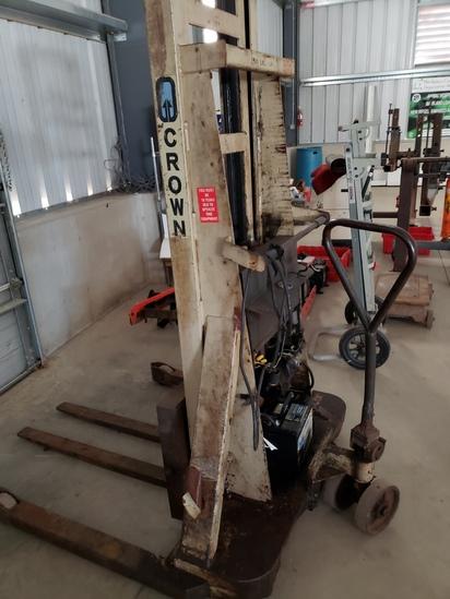 Crown electric pallet jack 7.5hp 2500 lift