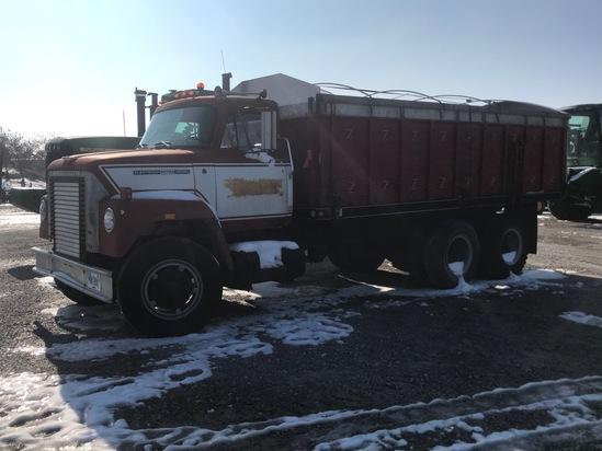 1974 International 2070A Grain Truck