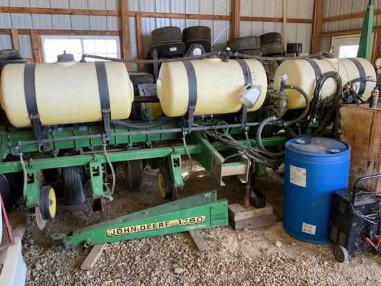 "JD 1750 Conservation (6-30"") Vacuum MAXEMERG PLUS Corn Planter w/ liquid fert., insect. boxes, monit"