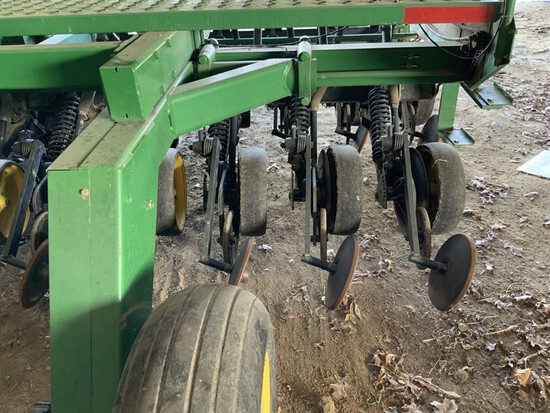 "JD 750-15' NO-Till grain drill w/ grass seeder, 7½"" spacing, pull type dual dolly wheel hitch, HD ma"