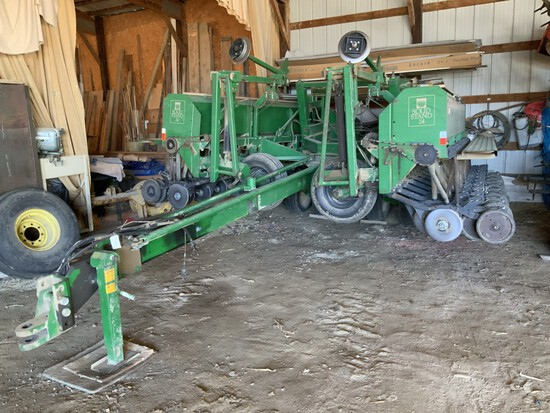 Great Plains 24' hyd. frt. fold conventional drill w/ markers, v/press and firming wheels