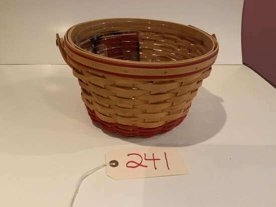 Longaberger Basket 1999 Homestead basket w/ protective liner & cloth liner & lid
