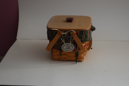 Longaberger Basket 1995 Christmas Collection Cranberry basket