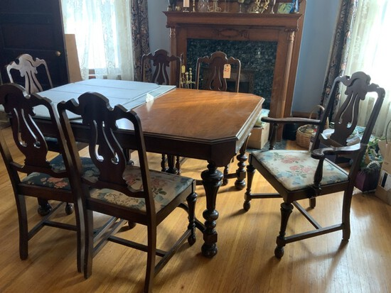 Dining room set. Table w/ 6 chairs. Buffet ( Table has 2 leaves and table pads)