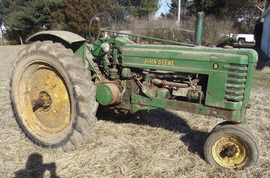 '40 JOHN DEERE STYLED B, w/fenders- cast wheels, metal seat, power troll., 11-38 tires (SN 82895)
