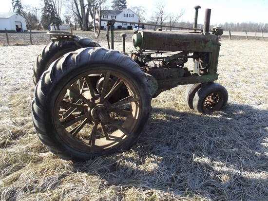 '35 JOHN DEERE UNSTYLED A, Converted to Rubber, flat spokes, metal seat, w/ book (SN 422659)