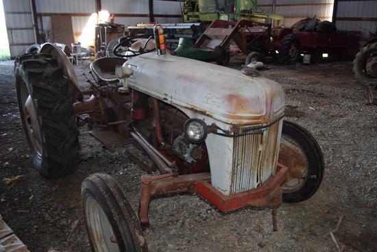 Ford 8N tractor w/ fender