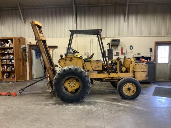 John Deere 380 Forklift